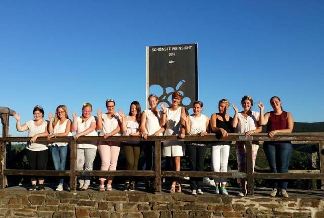 Zahlreiche Weinhhoheiten versammelten sich Ende August auf dem Sonderberg zur Einweihung der Schönsten Weinsicht 2016 an der Ahr.